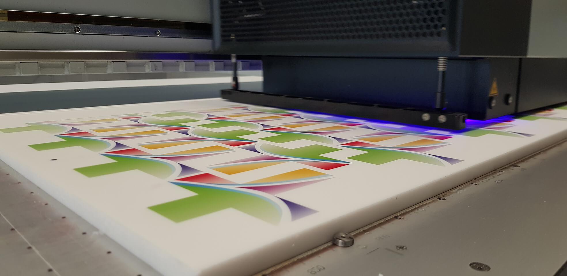 530-Werbemittel-Acrylglas-Plexiglas-Plattendirektdruck-UV-Druck